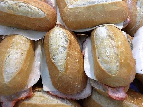 lavienesa.es - Bocadillo de lomo y queso - Panadería La Vienesa