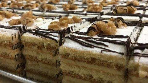 lavienesa.es - Pastel de bizcocho, crema y nata - Panadería La Vienesa