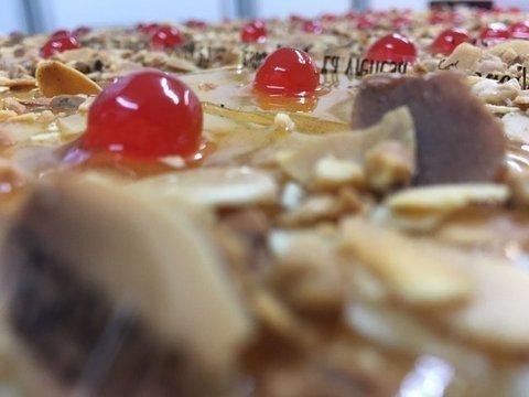 lavienesa.es - Pastel de bizcocho, crema y yema - Panadería La Vienesa
